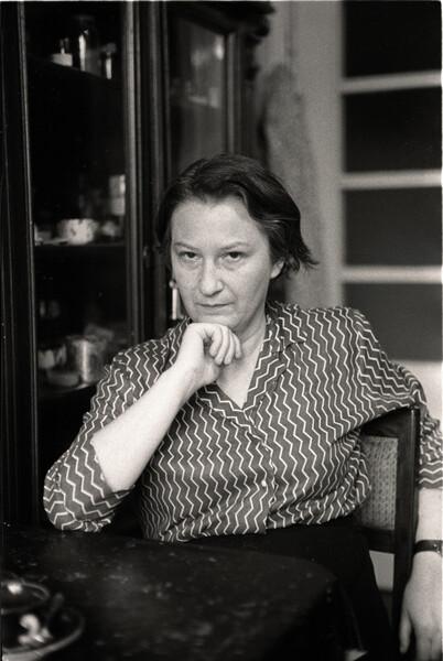 Erna Rosenstein in her studio on Karłowicza Street in Warsaw, 1958. Photography: Tadeusz Rolke, Agencja Gazeta