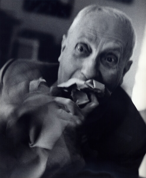 Hans Arp eating paper_V-87.tif