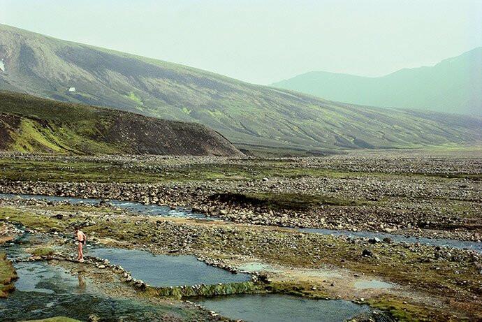 man-hot-spring-strutur-iceland-1990