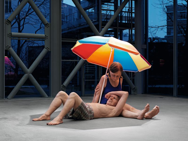 WEB 033 MUECK56780, MUECK58250 Couple under an Umbrella