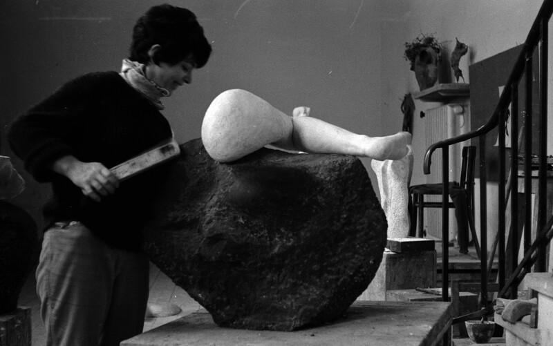 Photograph of Alina Szapocznikow with her work Noga (1962) in her Brzozowa Street studio, Warsaw, PL