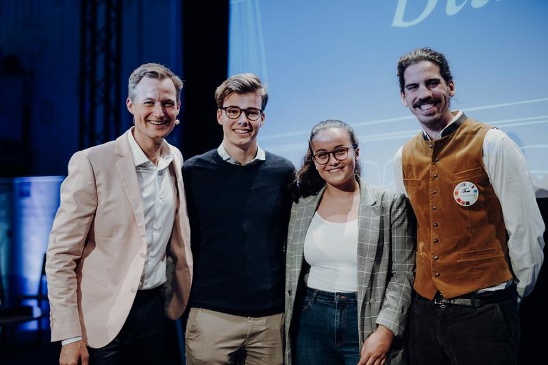 Gründervilla Programm Dezember 2019 Januar 2020 - Schüler-Startup Myvinyl - Gründerpaten Thomas Herzhoff und Simon Schnetzer